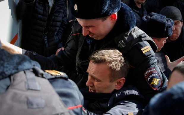 """Навальный прав: появились доказательства махинаций """"империи Медведева"""""""