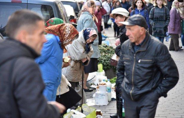 Просить гроші і нишком витирає сльози: старенький без слів показав Реві, як живеться в Україні - ласкаво просимо до реальності