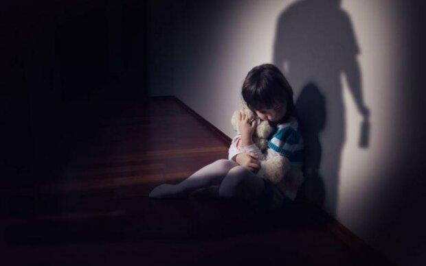 Сирот избивали и насиловали: копы схватили подонка, искалечившего жизни десятки детей