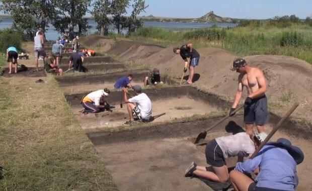 Археологи, скріншот: YouTube