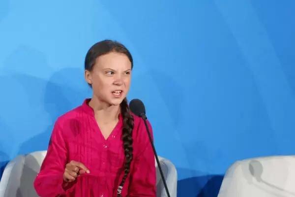"""""""Вы украли мои мечты и детство"""": взрослые в соцсетях набросились на 16-летнюю Грету Тунберг"""