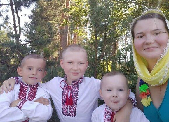 """Священик втратив дружину і маленького сина у страшній ДТП, Україна в сльозах: """"Були дружними, кохали"""""""