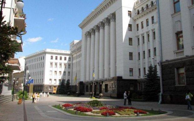 Неизвестные заминировали Банковую: полиция повсюду