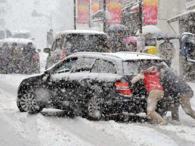 Негода в Україні: майже дві сотні міст і сіл залишилися без електрики