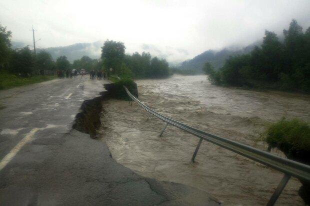 Потоп на Прикарпатті, фото з вільних джерел
