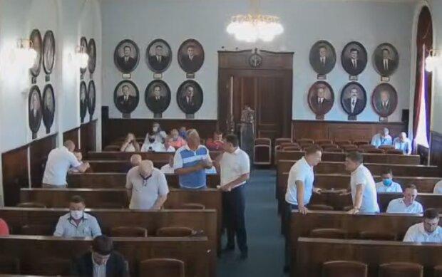 На крісло заступника Каспрука в Чернівцях претендують двоє слуг, вибори будуть гарячими