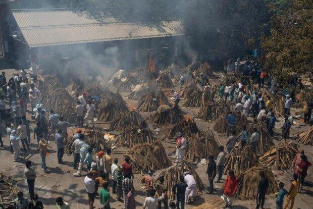 Вспышка covid-19 в Индии, фото: AP/Altaf Qadri