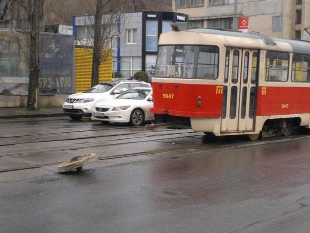 У столичних трамваїв відвалюються колеса на ходу
