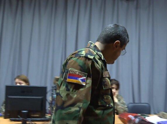 В Армении вводят военное положение, Минобороны сообщило о десятках погибших