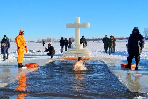 Крещение, фото из свободных источников