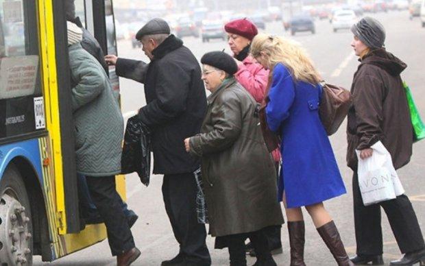 Поминальні дні у Києві: розклад роботи кладовищ і транспорту