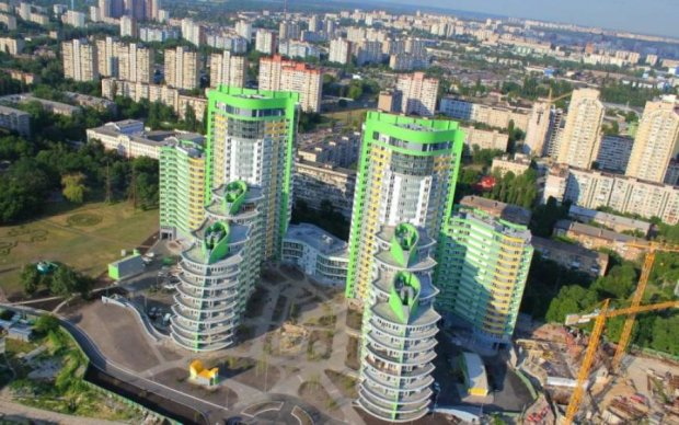 У Києві з'явиться чи облізла ялинка, чи марення сивої кобили. Вирішуйте самі