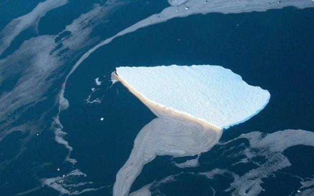 Гігантський айсберг попрощався з Антарктидою