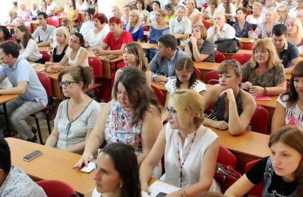 Ківалов змушує одеських студентів гарувати на виборах: брудна агітація потрапила на відео, використовує дітей
