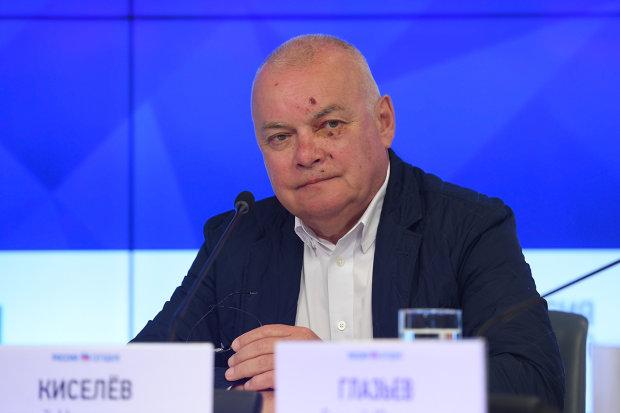 Не совпадение: крымчанам запретили читать про виллу Киселева