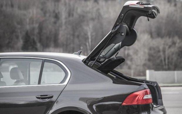 Авто в Киеве теперь обворовывают по новой схеме