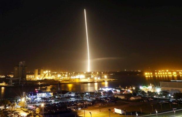 Ракета впервые посадили после полета в космос (видео)