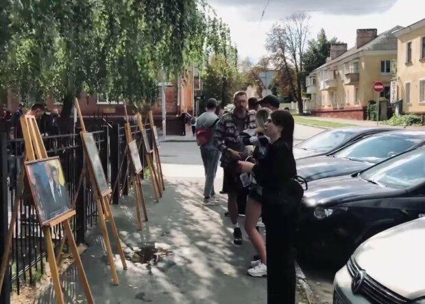 Представники Національного влаштували виставку з фотографіями графіті