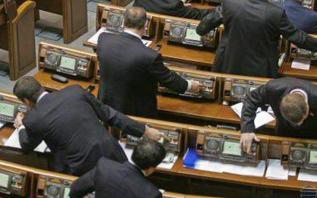 Активисты разоблачили депутатов-рекордсменов по кнопкодавству