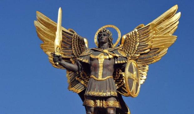 Дарницу украсил огромный покровитель Киева (ФОТО)