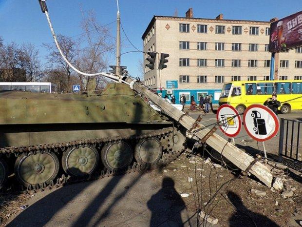 На Донеччині під колесами військового тягача загинула маленька дівчинка