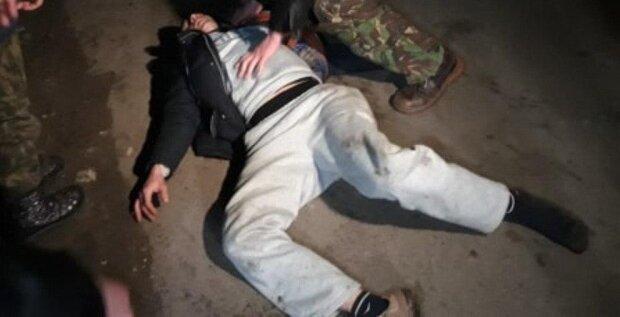 Аж обувь слетает: в Новых Санжарах нацгвардейцы силой разбрасывают селян, чтобы освободить дорогу украинцам из Китая