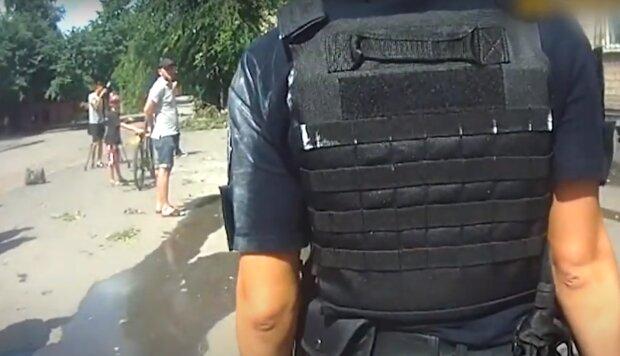 Харьковчанин на коляске схватил две пушки и угрожал убить себя на камеру