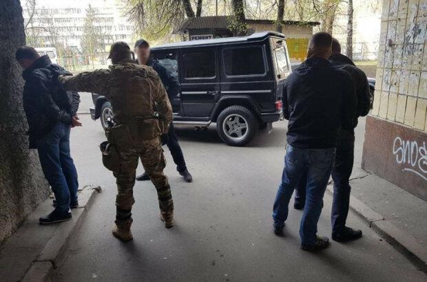 Торговали в открытую, сбывали даже детям: на Прикарпатье схватили двоих эскобаров