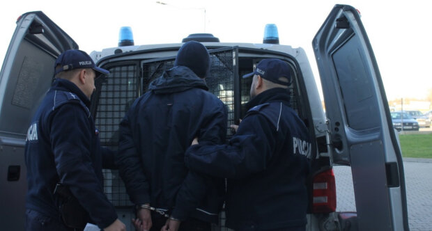 Путін одягнув наручники на сімох українців у Польщі