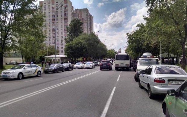 Десятки київських вулиць очистять від машин: повний список