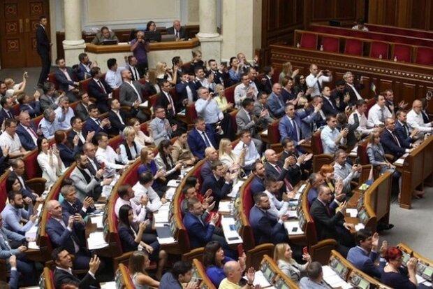 Первый месяц новой Рады показали в цифрах: сколько раз прогуляли и как голосовали нардепы при Зеленском