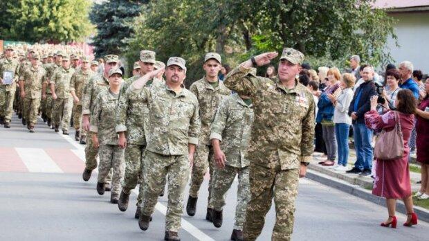 Львов, встречай героев: украинские бойцы едут домой с Донбасса, когда готовить цветы и обьятия