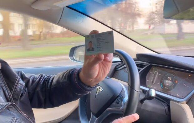 Водительское удостоверение, кадр из видео