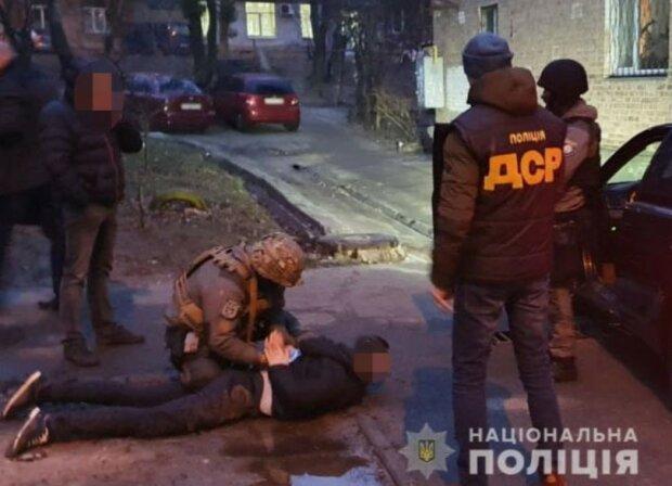 На Закарпатті затримали депутата, який тримав у заручниках іноземців, фото Нацполіція