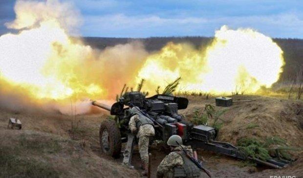 Терористи обстрілюють Донбас в  усіх напрямках