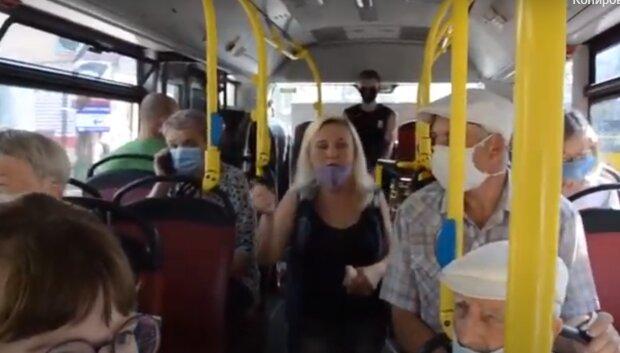Тернополян змусили ходити пішки - в автобуси беруть тільки обраних