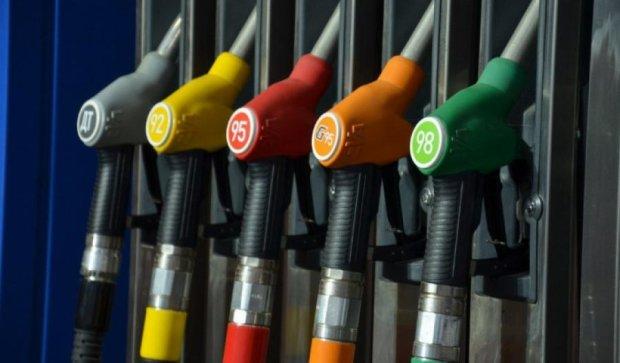 Бензин подешевеет на пару гривен - эксперт