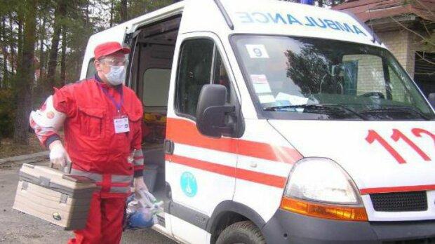 На Прикарпатье шумахер устроил форсаж на сельской дороге: пешехода собирали по частям