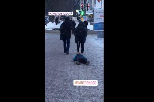 В Хмельницком родители перепутали ребенка с санками: привязали веревку и тащили по снегу