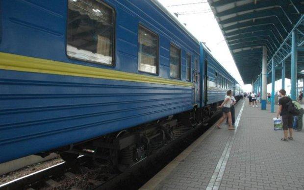 Билетов нет: Укрзализныця заставила пассажиров париться дома, а не в вагонах