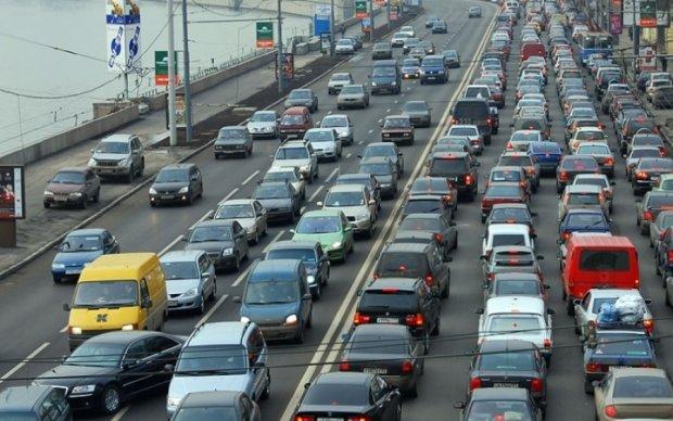 """Столичных водителей предупредили об ограничениях возле """"Левобережной"""""""