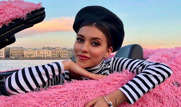 """Длинноногая Тодоренко в мини-шортиках сделала неожиданное признание: """"Часто думаю о женщинах"""""""