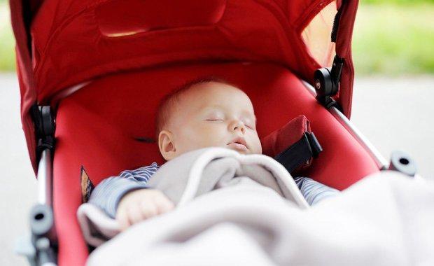 Водій-неадекват протаранив коляску з немовлям і втік