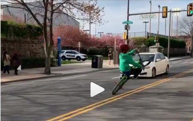 Опасный момент с велосипедистом, скриншот