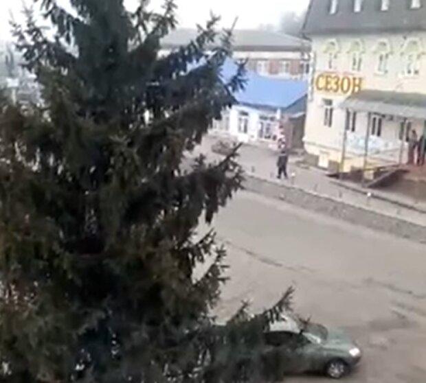 """Харків'ян, які хотіли допомогти """"інфікованим"""" коронавірусом українцям, викинули з Нових Санжар"""