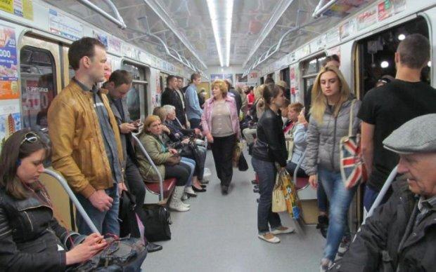 Трагедия в метро: неадекват изрезал пассажирку и убежал