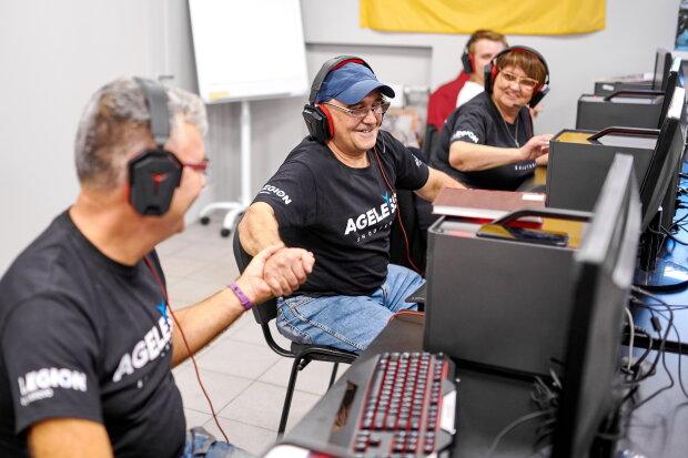Українська команда кіберспортсменів здобула історичну перемогу: середній вік учасників - 59 років