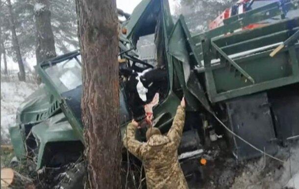 На Львовщине перевернулся грузовик с военными, фото: Підслухано Новояворовск