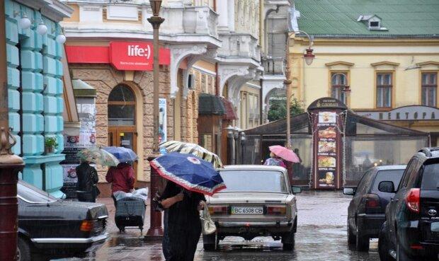 Прощавай, бабине літо: Франківськ атакує нещадна стихія 3 жовтня