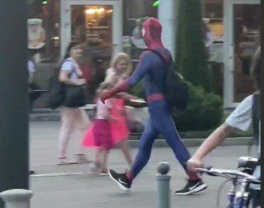 """Харковом розгулювала """"людина-павук"""" - жоден вірус не страшний"""